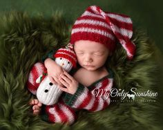 77a8b2b76e05 These 17 Newborn Babies Wearing Knitted Christmas Outfits Will Fill Your  Heart With Cheer