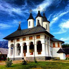 #manastireacheia #cheia #prahova #manastire #manastirea #roumanie #romania #iphoneonly #church #monastery #convent