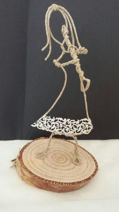 Wire Crafts, Diy And Crafts, Wire Art Sculpture, Wire Work, Handicraft, Decoupage, Projects To Try, Place Card Holders, Cool Stuff