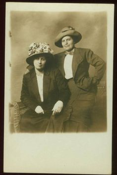 Women friends in wonderful hats - note how frilly one hat is and plain the other? Circa 1910