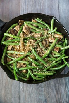 Green bean stir fry with chicken and sesame seeds (gluten free, paleo)