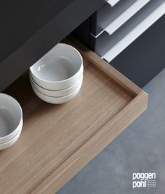 All Poggenpohl accessories allow you to have all your favorite cooking items easily accessible. #drawer #pullout #kitchen #accessories #poggenpohl