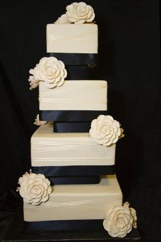 Cakes by Suzanne will do this up AMAZING!!