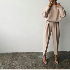 80 Latest Office & Work Outfits Ideas for Women Everything boils down to your dressing style! So, Ladies, it is time for you to pay close attention to your work and office outfits because they play… Fashion Mode, Office Fashion, Work Fashion, Fashion Looks, Fashion Trends, Trendy Fashion, French Chic Fashion, Formal Fashion, Lifestyle Fashion