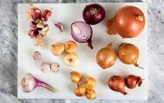 Lektion 4. Lotta Lundgren djupdyker i en av kökets vanligaste råvaror. Den kan vara såväl tårdrypande bångstyrig som tacksam smakhöjare. Food Tech, Veggie Dinner, Food Hacks, Love Food, Life Hacks, Yummy Food, Vegetables, Eat, Onions