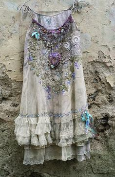 American Hippie Bohemian Style Boho ~ romantic embroidered and beaded top/tunic, antique and vintage laces, shabby chic, textil art collage Mode Hippie, Bohemian Mode, Boho Gypsy, Hippie Style, Bohemian Style, Boho Chic, Hippie Bohemian, Bohemian Shoes, Looks Vintage