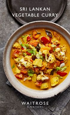 Sri Lankan tofu vegetable curry is both vegan and gluten-free. Change it up by s… - Suppe Rezepte Veggie Dishes, Veggie Recipes, Indian Food Recipes, Asian Recipes, Vegetarian Recipes, Cooking Recipes, Healthy Recipes, Dinner Recipes, Healthy Vegetarian Recipes