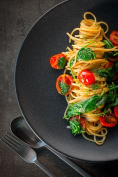Roasted Garlic Spaghetti with Tomatoes and Spinach