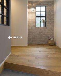 yopiさんはInstagramを利用しています:「𓆸𓆸𓆸 クロスについて質問頂くことが増えましたので まとめてみました𓅭𓏧 . . ☘︎洗面.玄関一部.脱衣所▷サンゲツRE2411 . ☘︎1階トイレ▷サンゲツFE1017天井も同クロス . ☘︎寝室.WIC▷リリカラLW2276天井も同クロス . ☘︎LDK▷サンゲツSP2137 .…」 Wall Crosses, Tile Floor, Flooring, Architecture, Nice, House, Instagram, Home Decor, Entryway