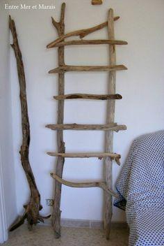 décoration bois flotté 1 Rustic Ladder, Wood Ladder, Ladder Decor, Tree Branch Crafts, Twig Crafts, Painted Driftwood, Driftwood Crafts, Twig Art, Wood Bed Design