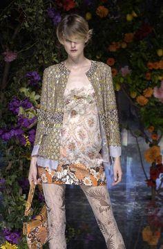 Dolce & Gabbana - Ready-to-Wear – Spring / Summer 2004