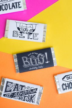 Printable Halloween Chocolate Labels: Customize chocolate bars to hand out to guests at the end of the night with these free printable labels. Click through for more fun ideas to make your Halloween party a success! Easy Halloween Crafts, Halloween Party Themes, Halloween Banner, Cheap Halloween, Holidays Halloween, Halloween Treats, Halloween Printable, Halloween Decorations, Haunted Halloween