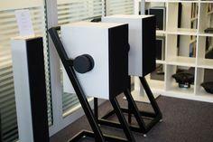 Goldmund Pro Logos Plus wireless und Tower für normale Wohnzimmer. Das visionäre AV-Unternehmen aus Genf - Goldmund unter der Lupe