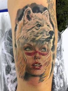 Retrato mujer a color con lobo blanco en la cabeza Para citas o info 682698901.... el pulso sin descanso