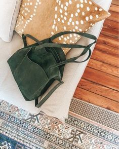 green tote bag for fall, fall handbag, fall tote, green tote, fall style, fall fashion, women's style @louellareese | LIKEtoKNOW.it Simply Fashion, Autumn Fashion, Fall Handbags, Feminine Style, Lifestyle Blog, What To Wear, Womens Fashion, Fashion Trends, Tote Bag