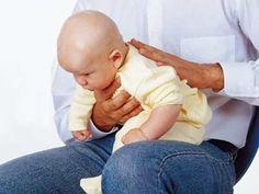 Una buena postura para que el bebé expulse los gases