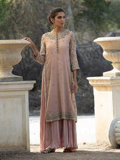 Cocktail Dresses & Outfits for Women Pakistani Dress Design, Pakistani Outfits, Indian Outfits, Shadi Dresses, Indian Dresses, Moda India, Side Slit Dress, Embroidery Suits, Mode Chic