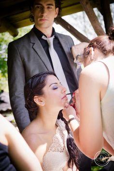 Lavender Lace Wedding - Make-up bijwerken visagie bruiloft lila - Styling: Delcarte weddingplanning & -styling   Photography: Debby Elemans Photography   Visagie: Le Chic Visagie