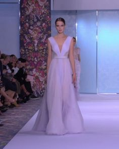 Ralph & Russo Look 11 Ice Lavender Silk Chiffon Pleated Backless A-Lane Evening Maxi Dress / Evening Gown with Deep V-Neck Cut, Deep V-Back cut and Braided Belt. Runway Show by Ralph & Russo - Magazine De Défilé Lavender Gown, Lavender Dresses, Silk Chiffon, Chiffon Dress, Elegant Dresses, Pretty Dresses, Godmother Dress, Divas, Haute Couture Dresses
