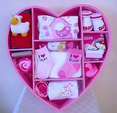 Geboorte meisje: Groot roze hart met verschillende leuke cadeautjes!
