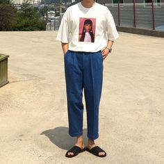 いいね!239件、コメント2件 ― 라쇼몽(RASHOMONG)さん(@rashomong.official)のInstagramアカウント: 「. Top : 귀걸이티셔츠(2color) Bottom : 핀턱팬츠(3color) Shoes : 양가죽슬리퍼(240-280)」