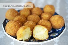 Crunchy Potato Balls With Cheese Filling - Ingredients: 3 mid-sized potatoes, boiled, 2 tbsp vegetable oil, 1 egg, Turkish Recipes, Ethnic Recipes, Snack Recipes, Snacks, Pretzel Bites, Cornbread, Muffin, Appetizers, Cheese
