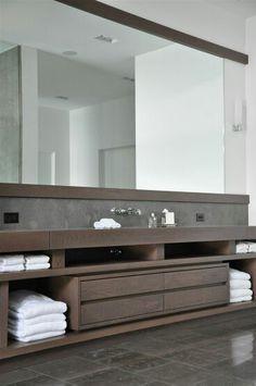 Mueble para cuarto de baño principal.