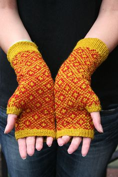 End Paper Mitts Pattern by Eunny Jang