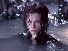 Damn Kate Beckinsale has beautiful eyes! Underworld Trilogy, Underworld Selene, Underworld Movies, Kate Beckinsale Hot, Underworld Kate Beckinsale, Divas, British Costume, Vampires And Werewolves, Tough Girl