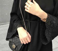 image découverte par princess. Découvrez (et enregistrez !) vos images et vidéos sur We Heart It Stylish Hijab, Modest Fashion Hijab, Modern Hijab Fashion, Hijab Fashion Inspiration, Abaya Fashion, Muslim Fashion, Mode Inspiration, Fashion Outfits, Dubai Fashionista