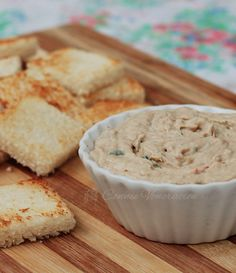 TINAPÂTÉ (Filipino pâté made with smoked fish) == 350g 1 boneless tinapang bangus, 1 large bell pepper, 10 stalks of scallion, a small stalk of cilantro, 2 cloves garlic, 1/2 c. single (all-purpose) cream, 1/4 t lime or lemon juice, 3T softened butter, salt and pepper ====