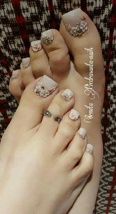 Ideas Pedicure Nail Art Toenails Spring For 2019 Pretty Toe Nails, Cute Toe Nails, Fancy Nails, Bling Nails, Pedicure Designs, Pedicure Nail Art, Toe Nail Designs, Acrylic Nail Designs, Fabulous Nails