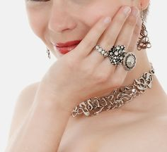 Beautiful Modern Jewelry for Girls http://mydigitalcloset.com/mydigitalcloset-20/search/176-8741226-0384849?node=16&keywords=silver%20set&page=2