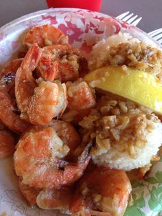 If you're venturing up to see the sights of Oahu's North Shore, make sure you stop by Giovanni's Shrimp Truck just outside the town of Laie. Our Digital Editor, Kaeli Conforti, grew up in Hawaii and t (You Are My Favorite Bucket Lists) Hawaiian Dishes, Hawaii Life, Food Places, To Infinity And Beyond, Hawaii Vacation, Fish Dishes, Shrimp Recipes, Fish And Seafood, Tiger Cruise