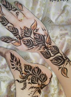 design for legs with henna  ( bride)