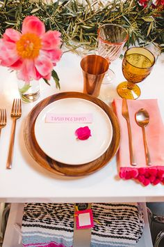 Spring party table setting | theglitterguide.com