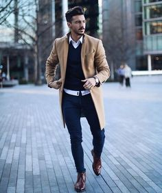 Men's Overcoat: How to Buy & How to Style A Winter Overcoat Camel overcoat, white shirt, brown leather chukka boots 1 Mode Outfits, Fashion Outfits, Fashion Boots, Mens Overcoat, Winter Overcoat, Winter Coats, Mens Winter Coat, Mode Man, Winter Outfits Men