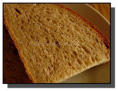 Chléb pro celou rodinu je veliký, lehký jako dech, pružný a voňavý. Pokud ho nespotřebujete hned den po upečení, vydrží díky bramborám vláčný opravdu dlouho. Suroviny: 200 ml kefíru 120 ml vody 3 lžičky drceného kmínu 2 lžičky cukru 2 lžičky soli 2 lžičky oleje 120 g strouhaných vařených brambor 150 žitné chlebové mouky 200…