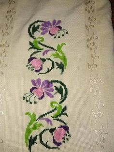 This Pin was discovered by Hul Small Cross Stitch, Cross Stitch Heart, Cross Stitch Borders, Cross Stitch Flowers, Cross Stitch Designs, Cross Stitching, Cross Stitch Embroidery, Hand Embroidery, Cross Stitch Patterns
