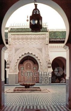 Moschee in Fes, 1969 Raigro/Timeline Images Fes, Barcelona Cathedral, Taj Mahal, Building, Travel, Telephone Booth, Historical Pictures, Mosque, Old Pictures