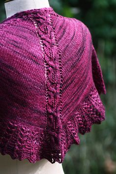 Welcome to year two! The idea for my first ebook subscription (year one: the pleiades) was born in 2010 while reading posts on Ravelry: people knitting 10 shawls in 2010. This year, they are doing 11 in 2011, so I really must join in the fun!