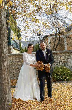 Herzlichen Glückwunsch an Monika und Harald Kernecker  zu ihrer Vermählung und DANKE, dass ich euer Fotograf sein durfte!  Ich wünsche euch alles Glück dieser Erde!  #Hochzeit #FotoGrafik #haneder #Mühlviertel #Mühlviertleralm Portrait, Wedding Dresses, Fashion, Photos, Thanks, Earth, Photographers, Celebration, Mariage