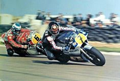 Barry Sheene leading Steve Parrish at Donington in. - Motorbikeracing the good old days Old School Motorcycles, Racing Motorcycles, Motorcycle Images, Famous Sports, Road Racing, Racing Bike, Old Bikes, Sidecar, Sport Bikes