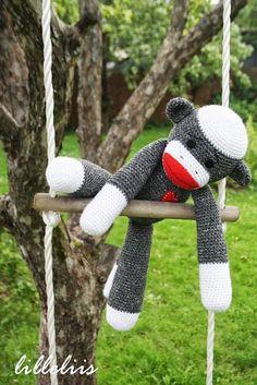 Sockmonkey Amigurumi Pattern (FREE) - http://pinterest.com/Amigurumipins