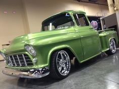 Chevy with a CLEAN candy green paint job. 57 Chevy Trucks, Custom Pickup Trucks, Classic Chevy Trucks, Gm Trucks, Cool Trucks, Hot Rod Trucks, Old Chevy Pickups, Chevy Stepside, Chevrolet 3100