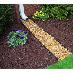Home Landscaping, Landscaping With Rocks, Cheap Landscaping Ideas For Front Yard, Landscaping Borders, Florida Landscaping, Inexpensive Backyard Ideas, Sidewalk Landscaping, Wisconsin Landscaping Ideas, Corner Landscaping