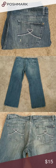 Men's M Gordon Designer Blue Jeans 38 32 Men's M Gordon Designer Blue Jeans.  Sized at 33W 32L.  Excellent used condition except one belt loop came unsewn.  Can easily be sewn back on. Perfect for a night on the town. M Gordon Jeans Relaxed