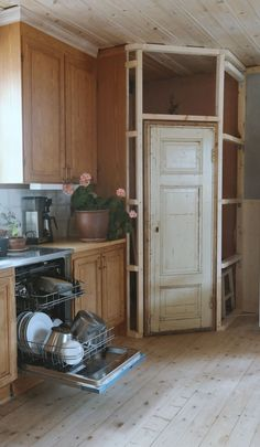 30 Dream Kitchen Upgrades That Will Totally Change Your Life Corner Kitchen Pantry, Kitchen Pantry Design, Kitchen Redo, Kitchen Remodel, Kitchen Upgrades, Updated Kitchen, Küchen Design, Cool Kitchens, House