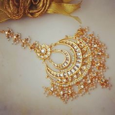 Gold Jewelry Design In India Tika Jewelry, Indian Jewelry, Wedding Jewelry, Wedding Accessories, Beaded Jewelry Designs, Gold Jewellery Design, Jewelry Ideas, White Gold Jewelry, Copper Jewelry