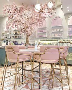Interior Design Pictures, Interior Design Books, Interior Design Software, Boutique Interior, Boutique Deco, Pink Cafe, Tea Lounge, Deco Restaurant, Salon Design